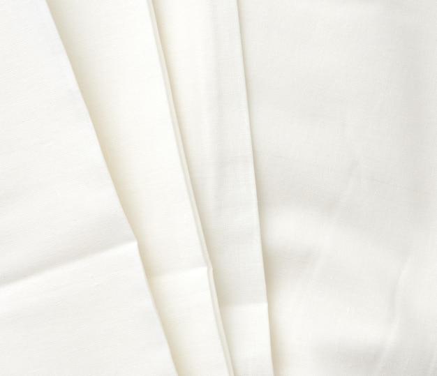 Witte katoenen stof gevouwen