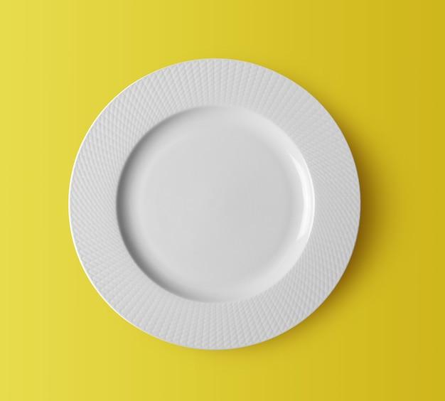 Witte keramische plaat op gele achtergrond