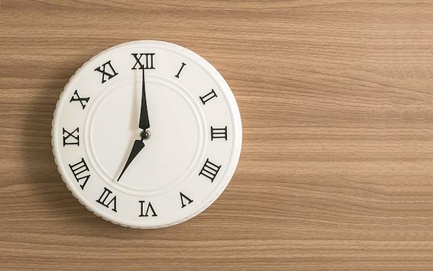 Witte klok voor decoreren e