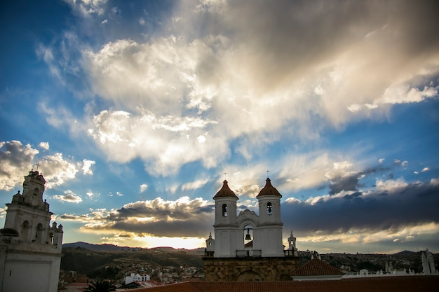Witte koloniale architectuur in sucre, bolivia