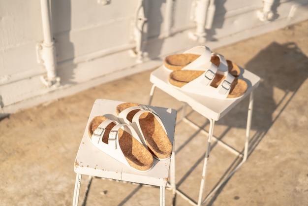 Witte lederen sandaalschoenen