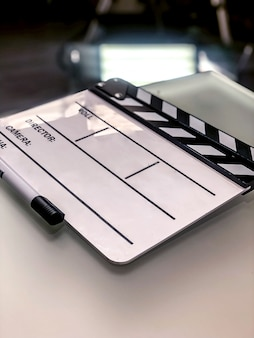 Witte lege filmklapper op set