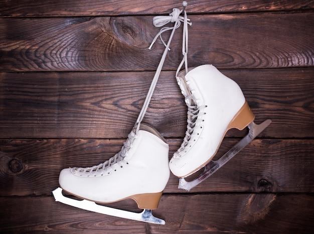 Witte leren schaatsen voor dames