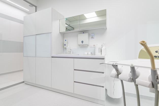 Witte medische meubels in de tandheelkunde kantoor