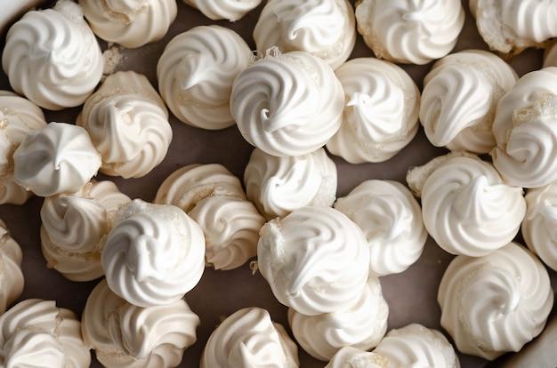 Witte meringue koekjes