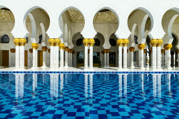 Witte moskee arabische stijl
