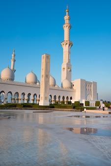 Witte moskee sheikh zayed in abu dhabi, verenigde arabische emiraten