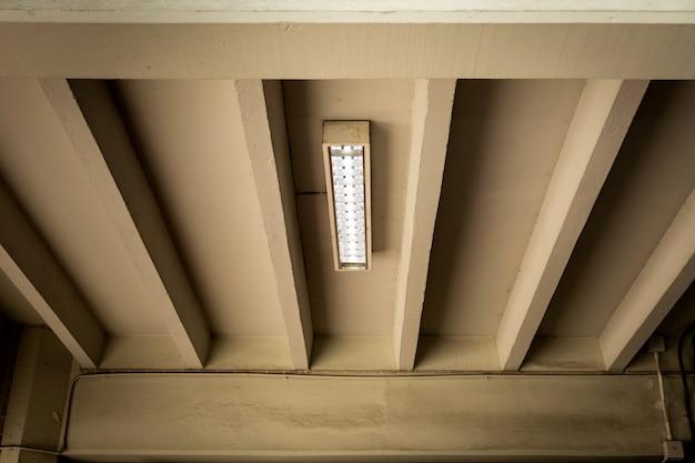Witte neon-plafondlampen