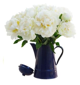Witte pioen bloemen boeket geïsoleerd op een witte achtergrond