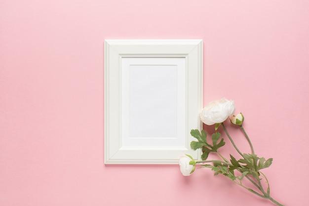 Witte pioen met frame