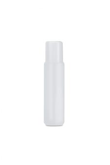 Witte plastic die oogdruppelfles op wit wordt geïsoleerd