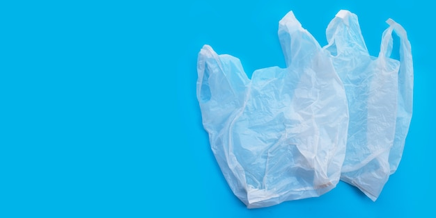 Witte plastic zakken. kopieer ruimte