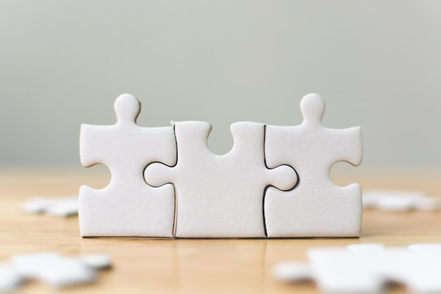 Witte puzzel die samen verbinden.