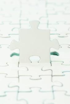 Witte puzzels voor achtergrond. bedrijfsconcept