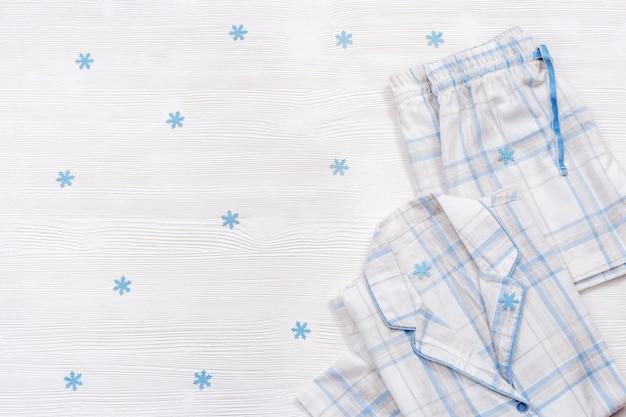 Witte pyjama, comfortabel katoenen pak om in te slapen