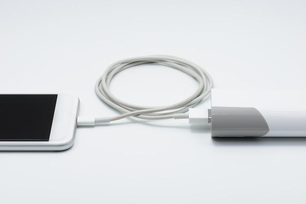 Witte slimme telefoonlader met powerbank (batterijbank)