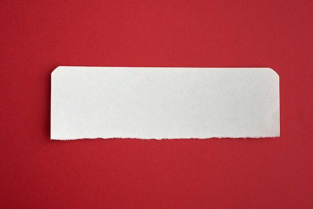 Witte streep met gebogen rand op rood