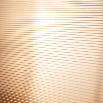 Witte strook op de diagonaal. abstracte achtergrond.