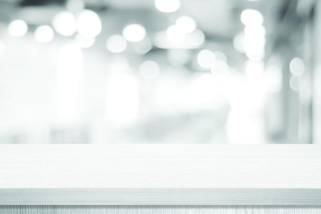 Witte tafelpresentatie, bureau en achtergrond wazig