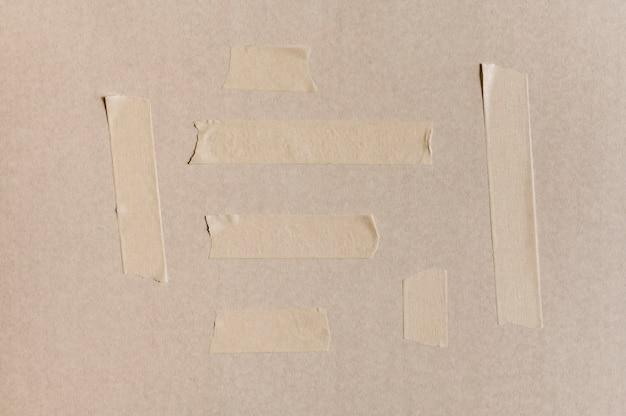 Witte tape op betonnen muur