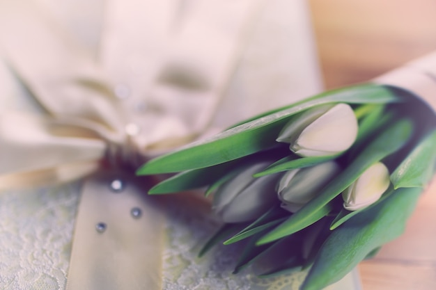 Witte tulp kant bruiloft