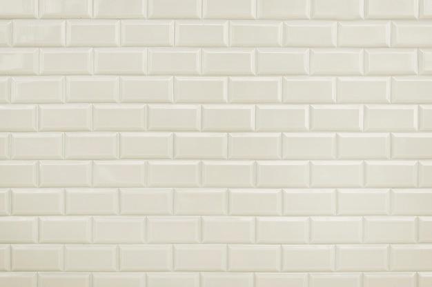 Witte van de tegelbakstenen muur textuur als achtergrond