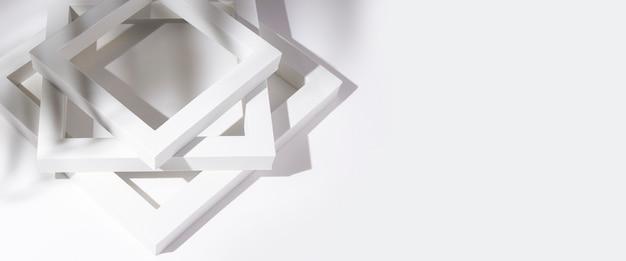 Witte vierkante frames podia voor presentatie in de schaduw van een tropisch blad op een witte achtergrond. banier.