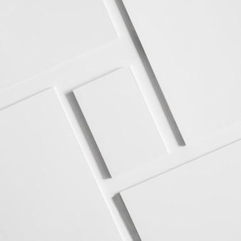 Witte visitekaartjes en brochures