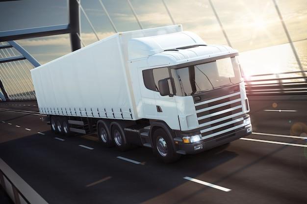 Witte vrachtwagen op een zeebrug teruggeven
