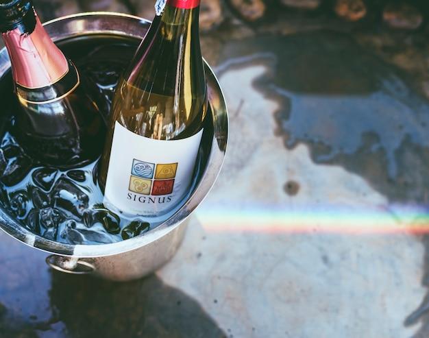 Witte wijn in ijsemmer