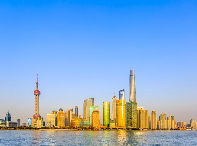 Witte wolken kantoor zonnige achtergrond china blauwe lucht