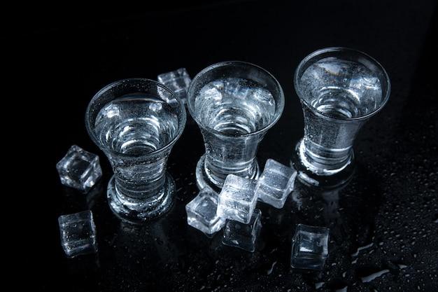 Wodka geschoten met ijs
