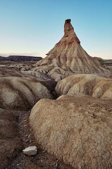 Woestijn van de bardenas reales in spanje bij zonsondergang
