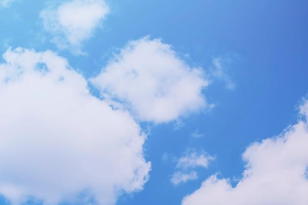 Wolk blauwe hemelachtergrond
