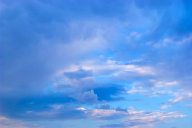 Wolken. avondlucht
