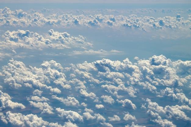 Wolken in de lucht. bovenaanzicht