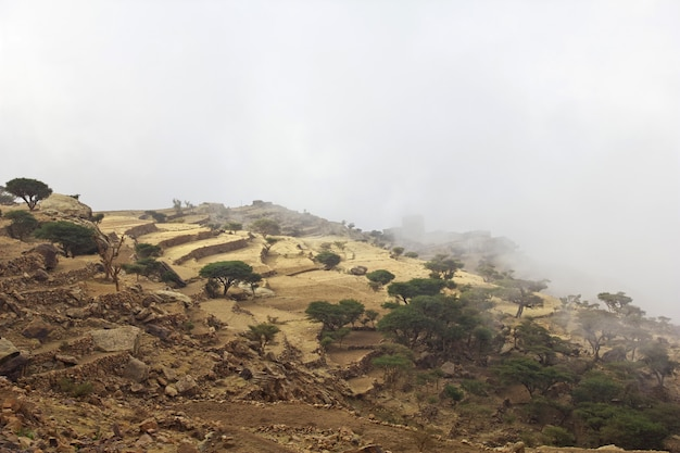 Wolken in tawila-dorp in bergen, yemen
