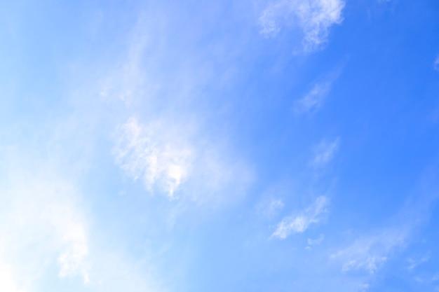 Wolken met blauwe hemelachtergrond. natuurweer, wolk blauwe hemel
