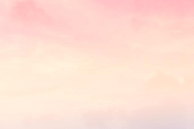 Wolkenachtergrond met een pastelkleur
