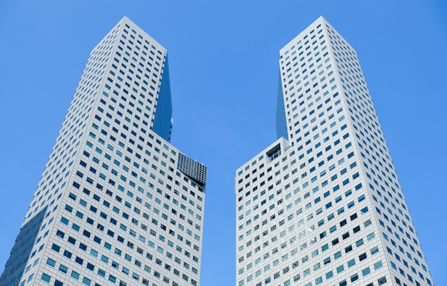 Wolkenkrabber glazen gevels. moderne gebouwen.