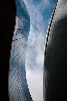 Wolkenkrabbers, bewolkte hemel