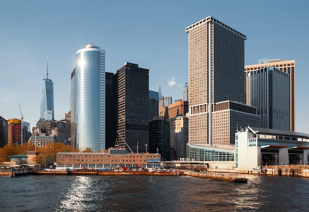 Wolkenkrabbers en gebouwen in manhattan. architectuur van manhattan en new york city