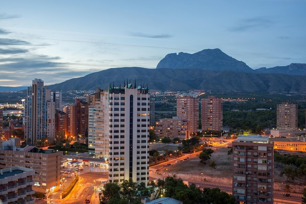 Wolkenkrabbers en moderne gebouwen van benidorm, spanje