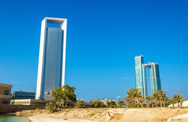 Wolkenkrabbers in abu dhabi, de hoofdstad van de emiraten