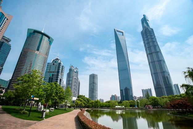 Wolkenkrabbers in het financiële district van shanghai, china