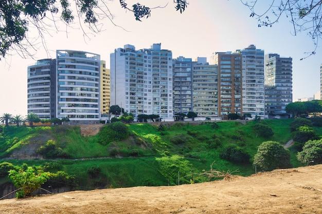 Wolkenkrabbers in lima hoofdstad van peru