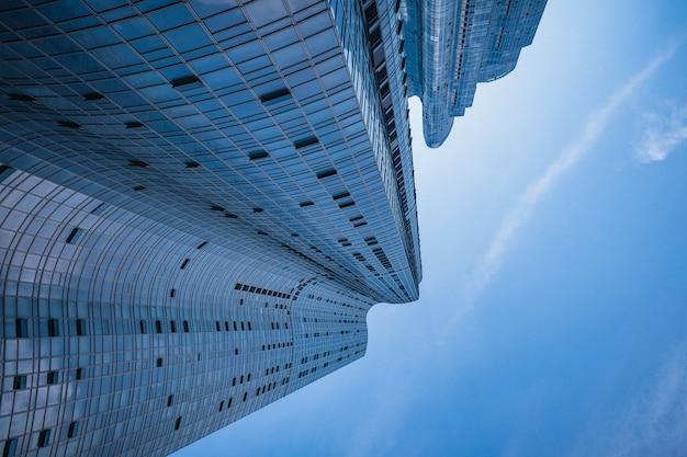 Wolkenkrabbers in new york close-up van hoge gebouwen