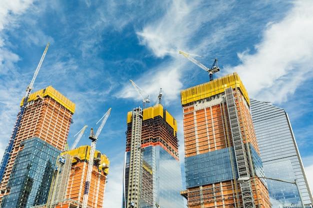Wolkenkrabbersbouwwerf voor moderne gebouwen in new york