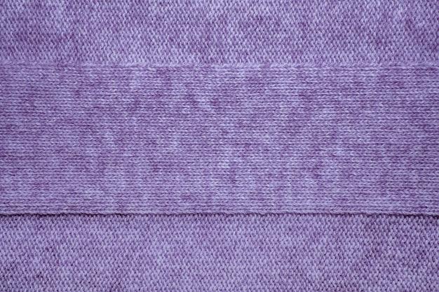 Wollen trui textuur close-up. gebreide jersey achtergrond met reliëfpatroon. vlechten in machinaal breipatroon