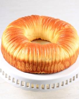Wool roll bread, een trending viraal briochebrood met veel lagen dat op wol lijkt. ruimte kopiëren voor tekst, advertentie of recept